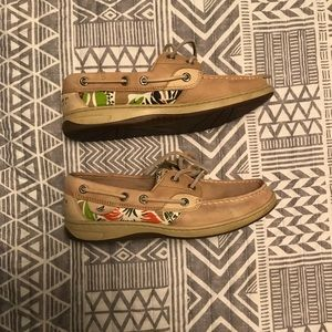 Size 6.5 Sperry boat shoes
